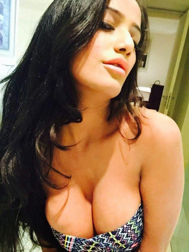 Poonam Pandey Latest Selfie Unseen Spicy Image | Bollywood Tamil Telugu Celebrities Photos
