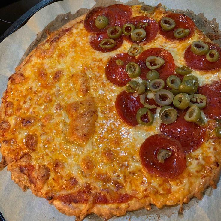 The Sicilian Mafia S Wifes Are The Masters Of Italian Pizza Molto In 2020 Italian Pizza Pizza Thin Crust