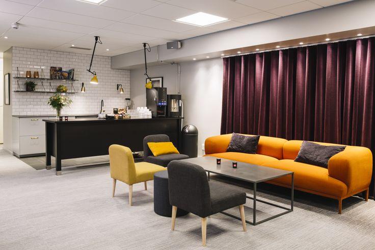 Vi serverar fika i vår fina konferenslounge som man även kan boka till mingel. #konferens #lounge #coffebreak