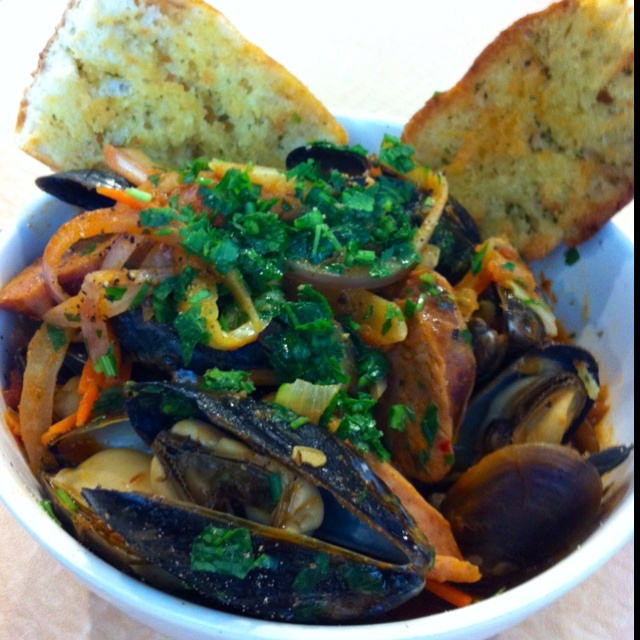 Cove Mussels w/ Italian sausages