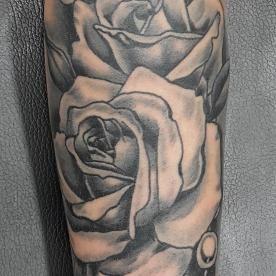 Две розы и драгоценности