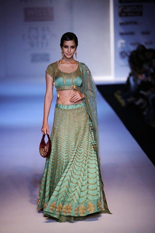 Moda: Alegría Mitra Colección de Wills Lifestyle India Fashion Week 15