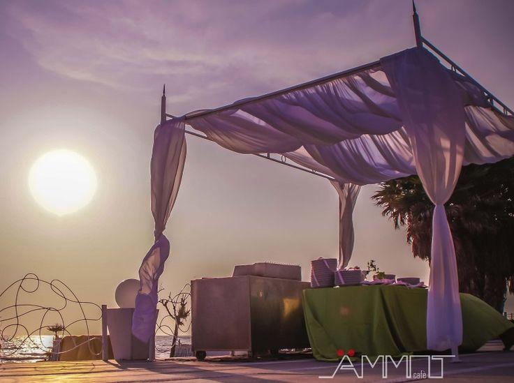 Il giallo e l'arancio si spengono per lasciare spazio al lilla e al rosa per un wedding day in riva al mare unico ed indimenticabile da Ammot Cafè