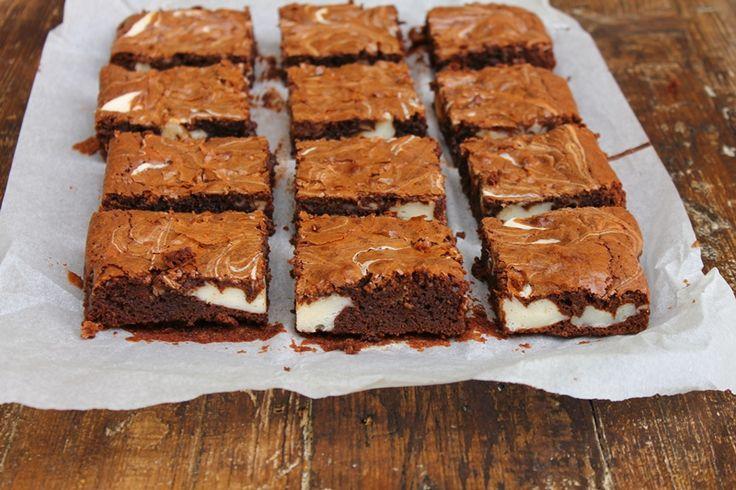 Brownies cu crema de branza