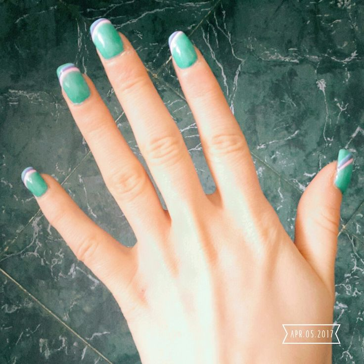 Nail art peppermint with rainbow french Unghie menta con french arcobaleno