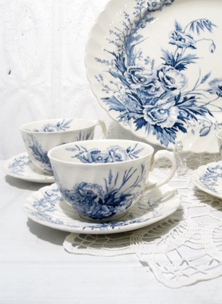 Clarice Cliff china  #etsy #vintage #porcelain #teacup #china #homedecor #momentofnostalgia $68