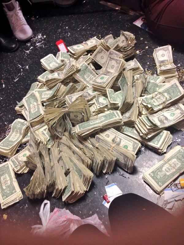 This Is The Insane Pile Of Money You Apparently Make As A Stripper Dancing For Justin Bieber!  Diamond recently danced for Justin Bieber. And tweeted this very eye-opening photo of how much a stripper could make if they were to dance for Justin