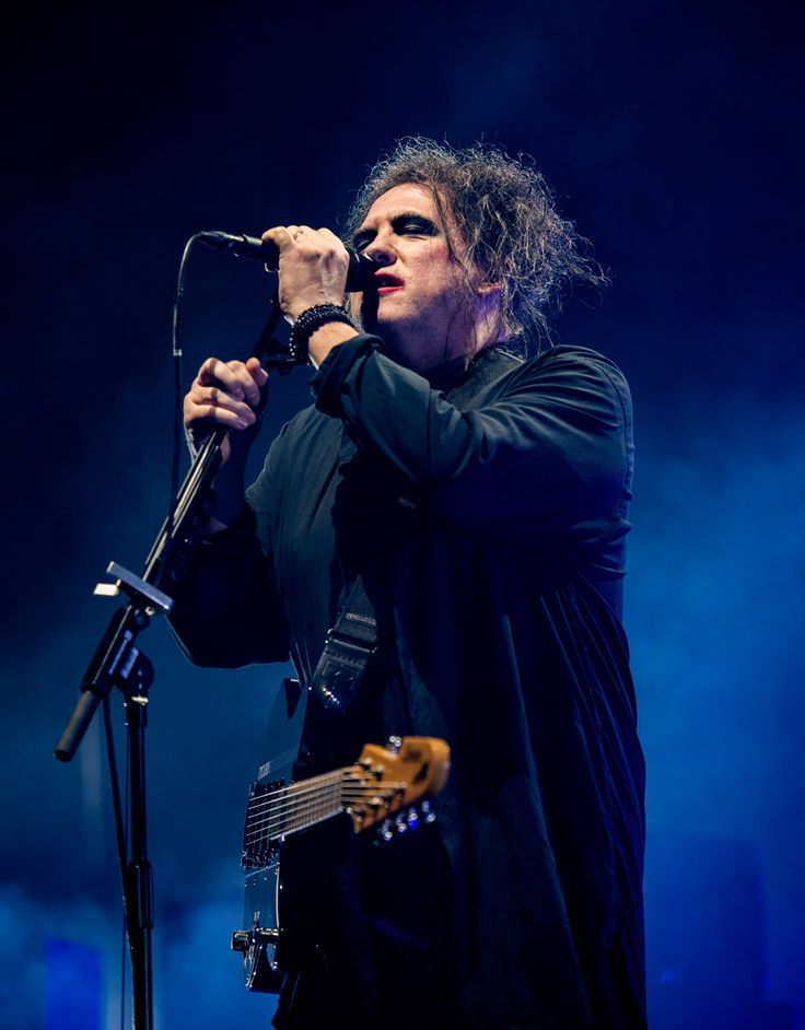 The Cure - Robert Smith at Wembley Arena