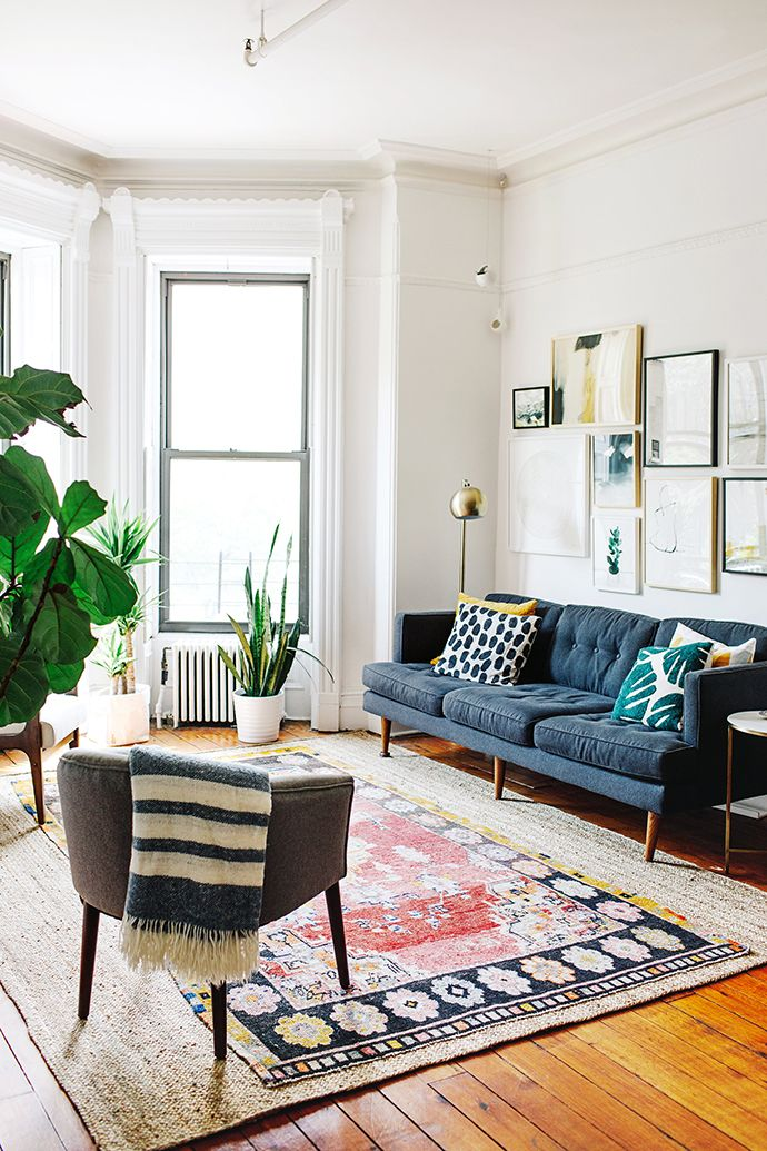 Dreamiest living room styling // layered rugs + gallery wall