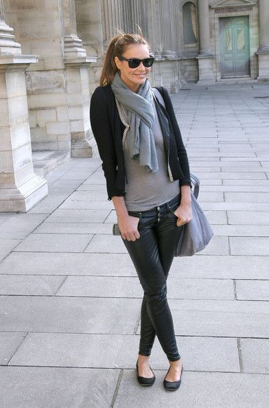 Elle MacPherson Celebrities arrive at the Louis Vuitton Ready to Wear show during Paris Womenswear Fashion Week Fall/Winter 2011 at Cour Car...