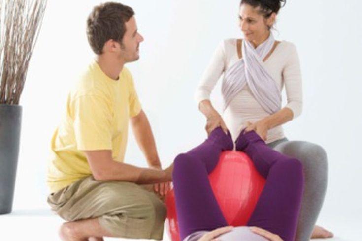 Ejercicios abdominales a los 5 meses de embarazo. Los ejercicios abdominales concentran el trabajo en el recto abdominal o los músculos superficiales de la región del vientre. Durante el quinto mes de embarazo, esta región comienza a expandirse más rápidamente que durante los primeros meses. A ...