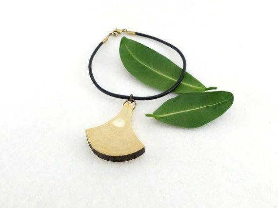 Bracelet bois palmette en figuier sur cordon de par LesBoisettes