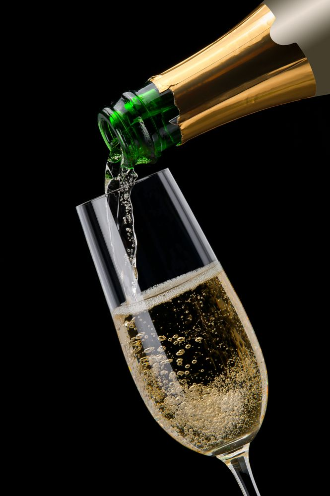 Top 10 sparkling wines for the holiday season via Snooth