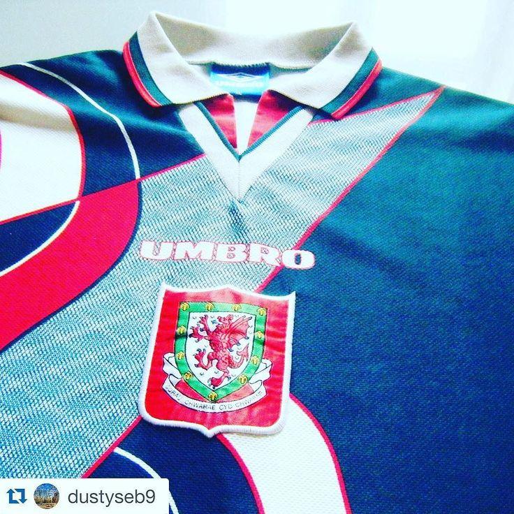 #Repost who remembers this Wales football shirt from @dustyseb9 #paysdegalles #wales #footballshirt #football #soccer  #classicfootballshirts #vintagefootballshirts #jerseys #ryangiggs #footballshirtcollective #football #footballshirt #umbro #umbrofootball