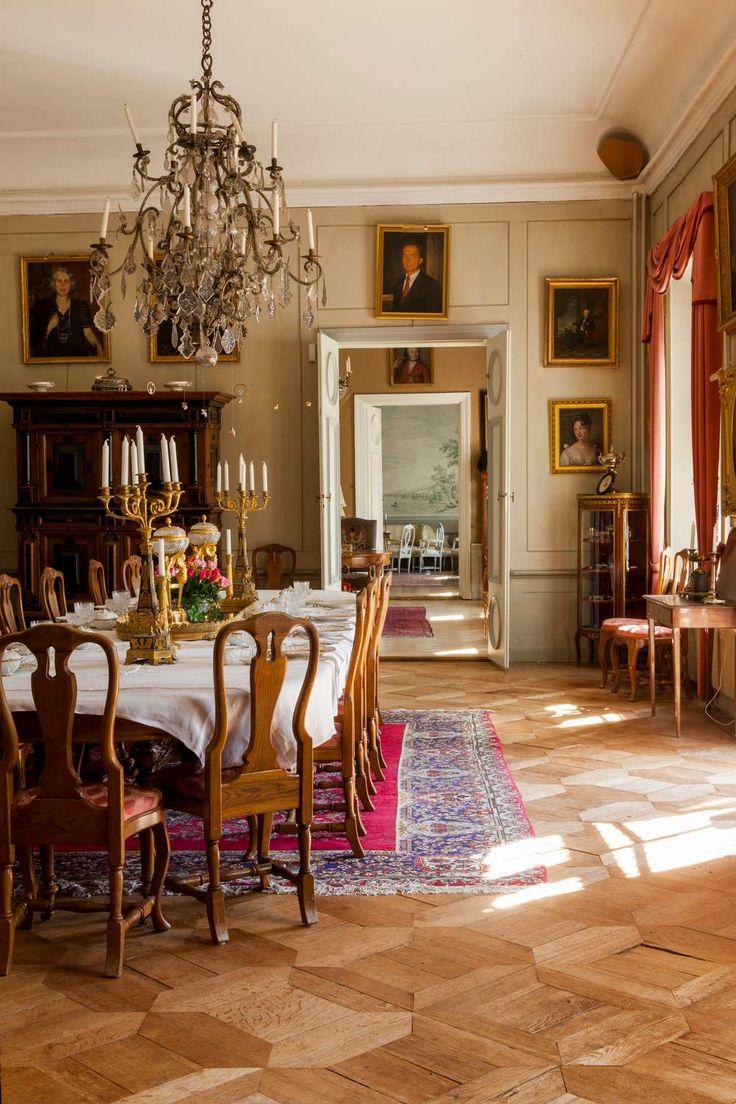 Segersjö. Med en lång historia bakåt i tiden lever familjen Montgomery-Cederhielm på Segersjö i högsta grad i nuet.