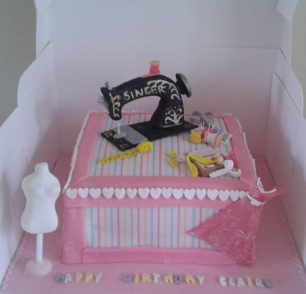 Cake Design For Singer : The 20 best images about Sewing machine cake on Pinterest ...