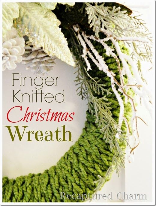 Finger Knitted Christmas Wreath + 35 DIY Inspiring Unique Christmas Wreaths  #christmas #wreath