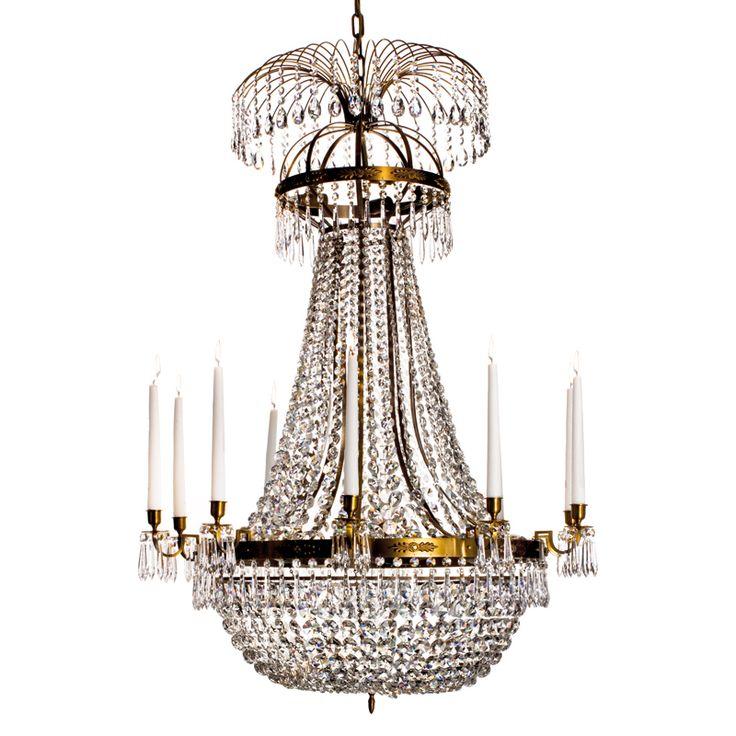 Krebs Nobel 212d Cognac kristallkrona  Nobel är en krona som passar dig som gillar lite mer klassiska modeller. Varje del i kronan är gjord av kunniga hantverkare och för den som vill så kan kronan smycka hem i flera generationer. Tio ljushålllare.  Ytbehandling Cognac 15 st E14 lamphållare Max 40W 1a kvalitet Bredd; 80 cm Höjd; 113 cm Vikt; 26 kg