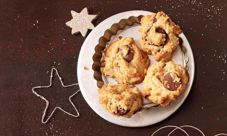 Erdnussbutter-Schoko-Cookies Rezept: Leckere Kekse mit knackigen Erdnüssen und großen Schokostücken, nicht nur als weihnachtliche Leckerei - Eins von 7.000 leckeren, gelingsicheren Rezepten von Dr. Oetker!