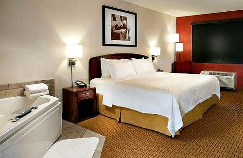 Whirlpool Suite - Marriott Courtyard Portland, Oregon