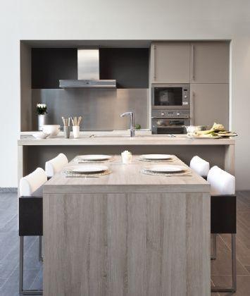 Een praktische keuken met eiland en jeugdige uitstraling? De Toronto Molina heeft een tijdloze elegantie door de kleurencombinatie met molinazaad.