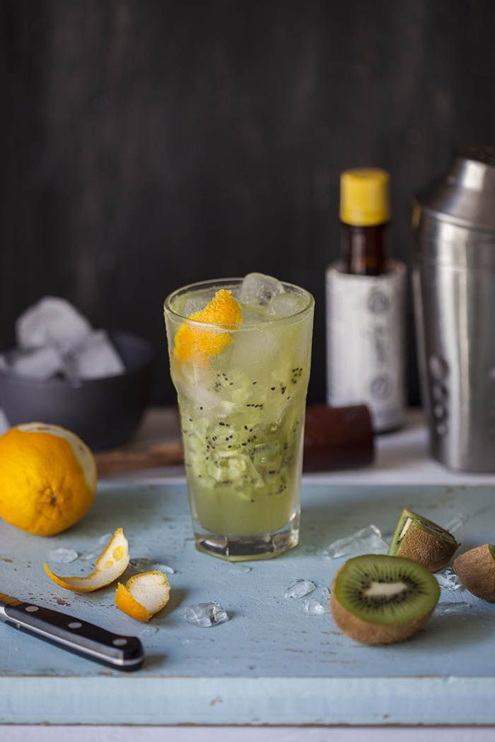 The Melbourne mule is a tasty cocktail with kiwi fruit, rum and ginger beer. #cocktail #melbournemule