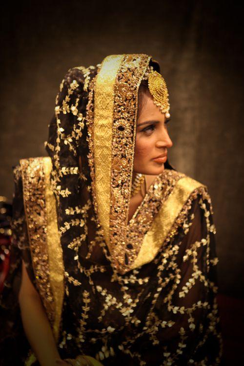 LOVE THAT DUPUTTA! #black #duputta #maangtikka Pakistani couture, bridal week not quite salwar but oh my goodness, love the duputta!