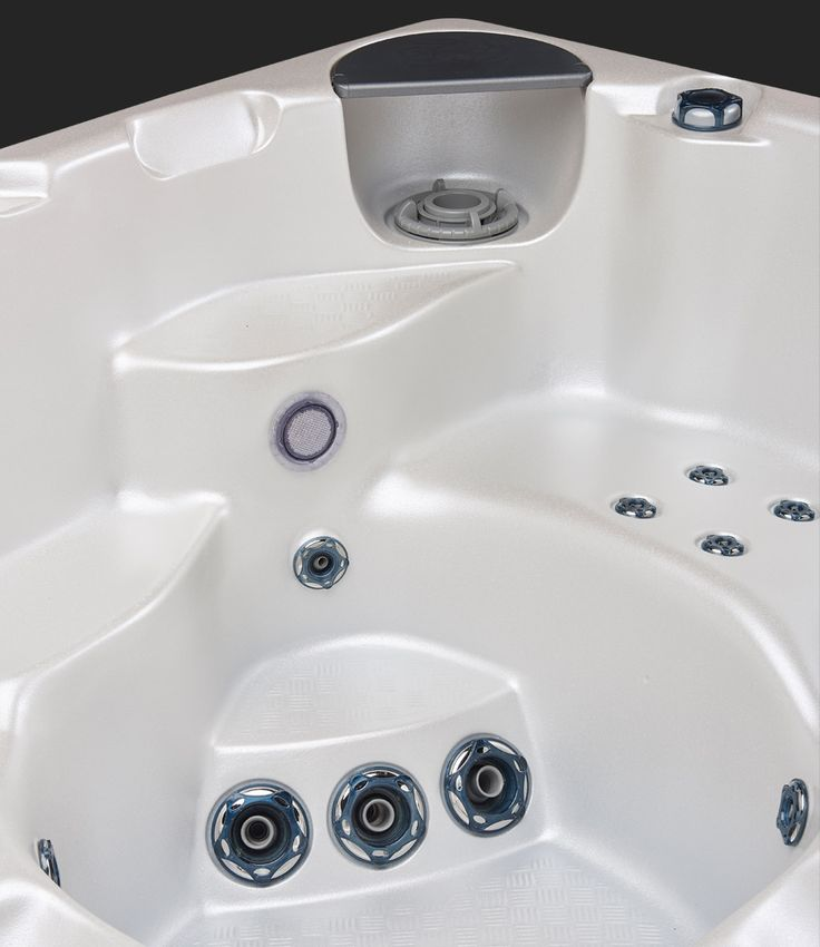Beachcomber 550 Alabaster Hot Tub - Filter Cover #beachcomberhottubs #hottubs #outdoorliving  #canada #relaxation #hydrotherapy #massage #beachcomber
