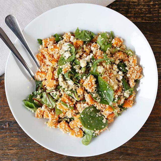 Reklame// Quinoa og søtpotet er to favoritter på mitt kjøkken 😀 Her har jeg laget en quinoa- og søtpotetsalat med litt smuldret fetaost som topping. Oppskrift på bloggen! #heliosambassadør @helios.no . - #matglede #økologisk #suntkosthold #suntoggodt #oppskrift #grønndesember #søtpotet #quinoa #matbloggsentralen #feedfeed @thefeedfeed #f52grams #gloobyfood #foodstagram #vegetarianfoodshare #godtno