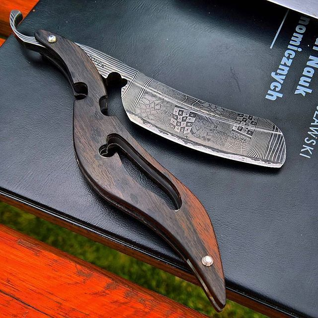 Credit to @crounching_coder -  #canivetes #canivete  #knives #knife  #سكين #刀 #칼 #нож #messer #couteau #coltello #survival #blades #blade #navaja #ножи  #customknives #knifestagram #knifecollection #knifecollector #Instagram #photo #tatical  #edc #everydaycarry #faca #facas #love #instagood #cutelaria