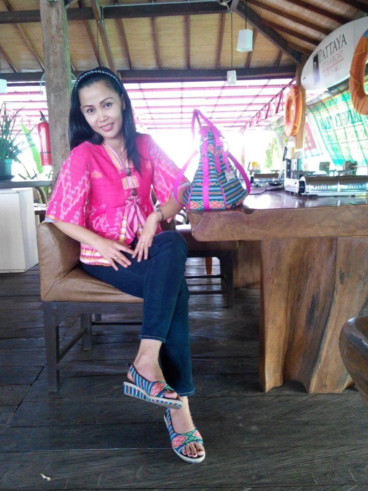 wearing EVRIYA sekaf pic courtesy mba Indri A Hambal