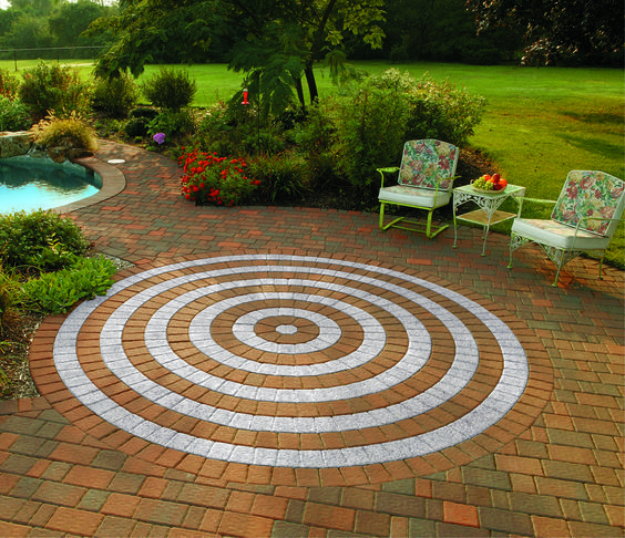 Update your backyard this year with beautiful Cambridge Pavingstones! This pattern features a Circle Design Kit.