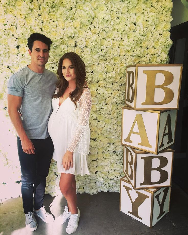 "79.8 mil curtidas, 159 comentários - Binky Felstead (@binkyfelstead) no Instagram: "" The most perfect baby shower weekend! Thank you to ALL who came and made it so special! Also huge…"""