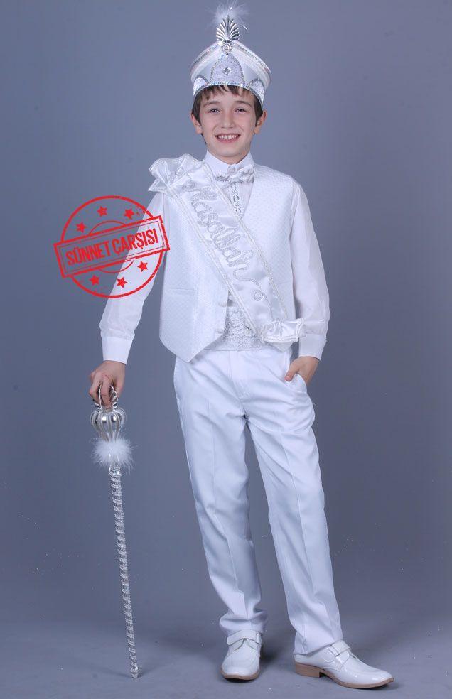 Damla Beyaz Gümüş Pelerinli Sünnet Kıyafeti Bu ürün pelerin,kuşak,papyon,maşallah bandı,pantolon,yelek,gömlek,asa ve şapka ve olmak üzere toplam 9 parçadan oluşmaktadır.Diğer sünnet kıyafet çeşitlerini görmek için sitemizi ziyaret edebilirsiniz.http://sunnetcarsisi.com/