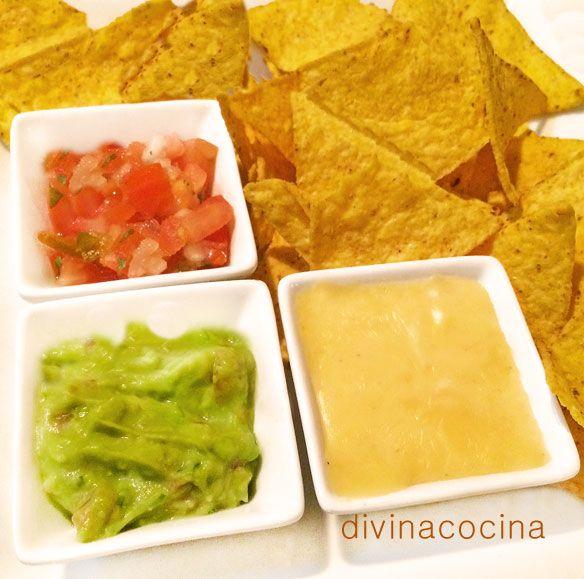 Con esta receta de nachos tres salsas montas de una forma rápida un rico picoteo para fiestas y reuniones de amigos. Estas son las salsas clásicas con las que se acompañan los nachos, pero puedes usar otros dips (puedes ver distintas recetas AQUÍ).