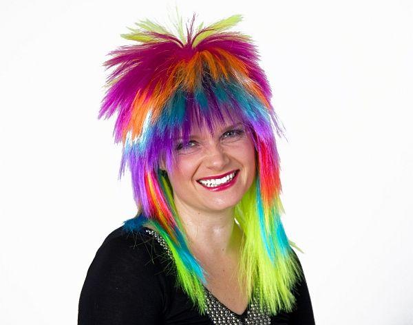 Farbenfrohe Vokuhila Perücke für kunterbunte Kostüme und Verkleidungen! Ob als Einhornkostüm Zubehör oder zu einem wilden 80er Jahre Outfit tragbar. Mit dieser Perücke setzen Sie farbliche Akzente.