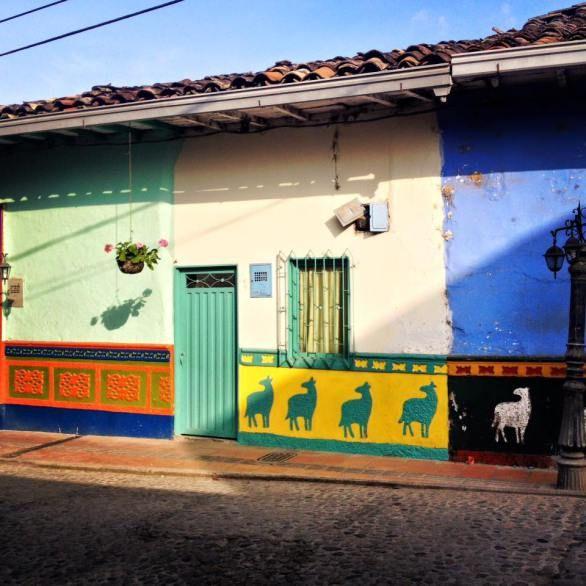 Guatapé, Medellin, Colombie, Amérique du sud, Amérique Latine    Street art, graffiti, voyage, road trip