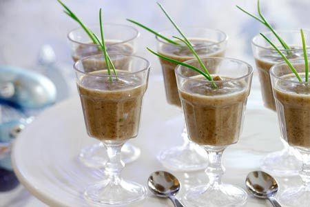 Βελούδινη σούπα με μανιτάρια και κάστανα - Συνταγές | γαστρονόμος
