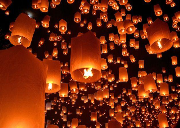 Todo mês de novembro, a Tailândia é palco dos belíssimos Festival das Luzes e Festival das Lanternas. Conhecido como Loi Krathong, o Festival das Luzes acontece simultaneamente em várias cidades.
