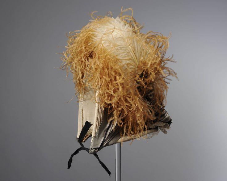 kornethoed, Veessen, circa 1920 Kapothoed of cornethoed (hoed voor over de cornetmuts). Bij deze hoeden werd een grote losse strik gedragen. #Gelderland #Veluwe #nieuwedracht
