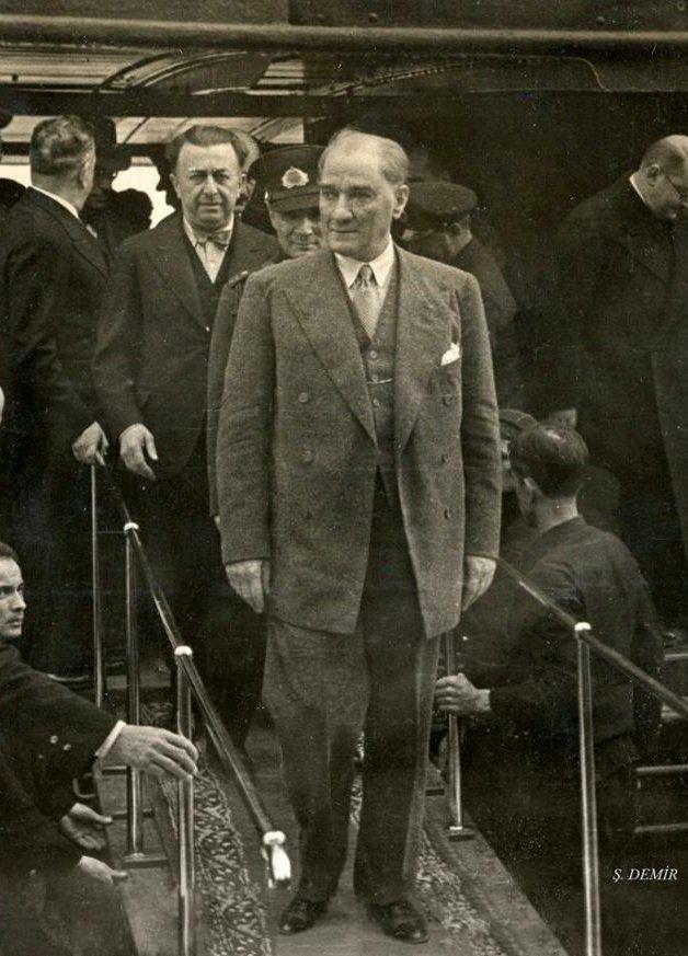 Atatürk Şükrü Kaya ile Fenerbahçe'de, 1936.