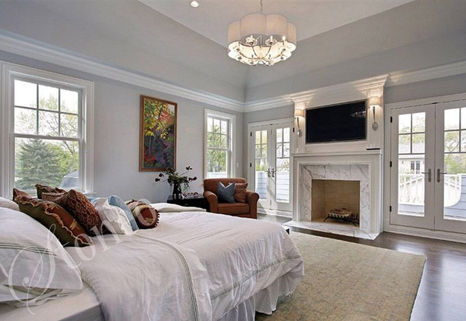 Nowoczesna sypialnia z kominkiem z marmuru