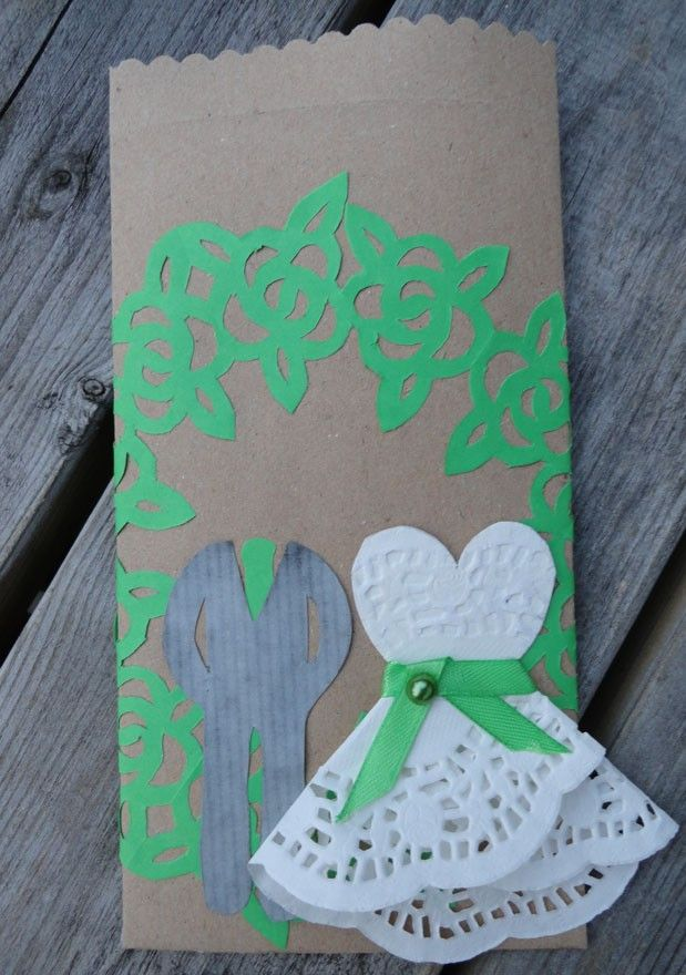 Cadeauverpakking om geld in weg te geven of een cadeaubon voor een bruidspaar.