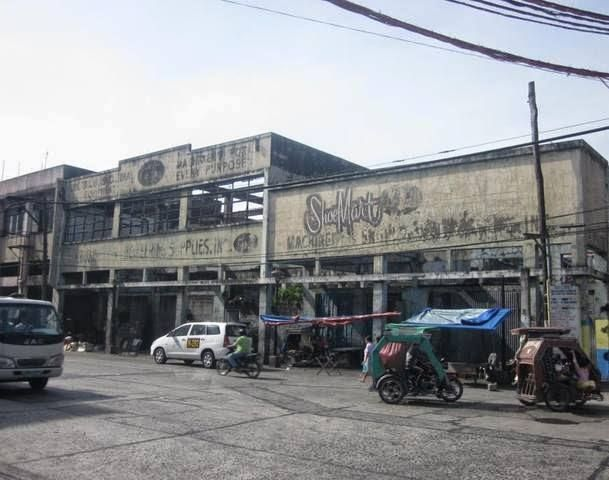 The first Shoemart was establihed by Mr. Henry Sy in Carriedo Street, Quiapo, Manila in 1958. This was where my mom used to bring me to buy my shoes every school opening
