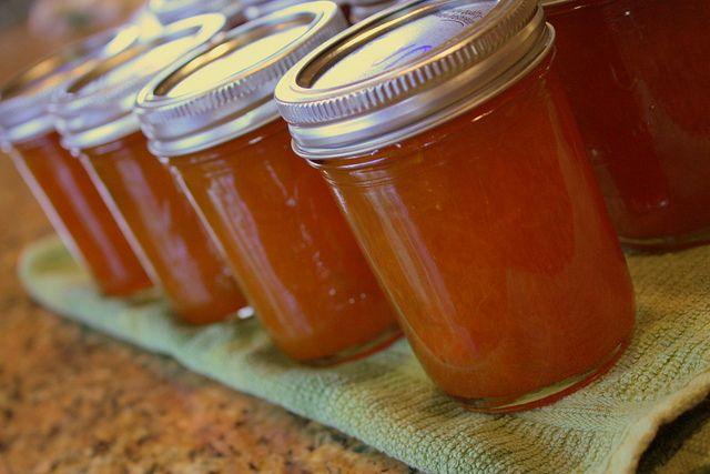 Pour garnir vos crêpes bretonnes ou tout simplement sur de la brioche, je vous propose ma recette de la confiture aux pommes et potirons !