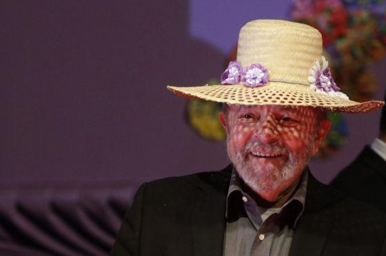 """O outono do nosso patriarca. """"São milhares de mulheres agricultoras, que dão duro no campo e ajudam a alimentar os brasileiros, são pessoas simples, sofridas e honradas, que mereciam mais respeito de Lula na Marcha das Margaridas, quando ele zombou da inteligência delas — e do resto do Brasil — dizendo que Dilma não pode ser julgada por seis meses de governo, embora esteja há 55 no poder. Que a crise atual foi provocada pelos Estados Unidos e a Europa, e não pelo desastroso primeiro…"""
