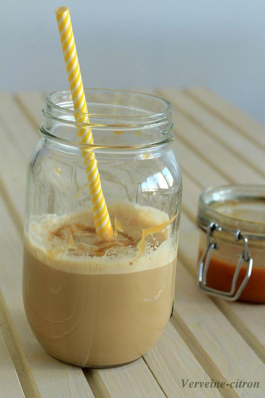 Café latte frappé au caramel