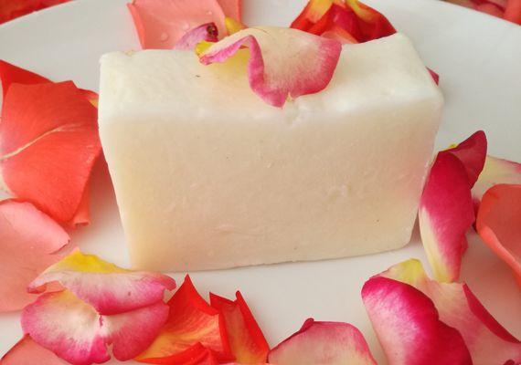Rózsa illatú natúr szappan, hogy élmény legyen a fürdés! #rózsa szappan#, #natúr szappan#, #kézműves szappan#