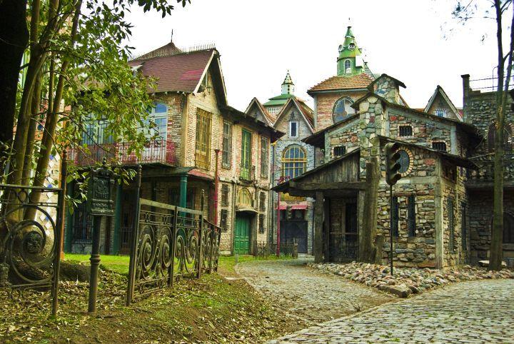 Campanópolis en González Catán, una increíble ciudad medieval