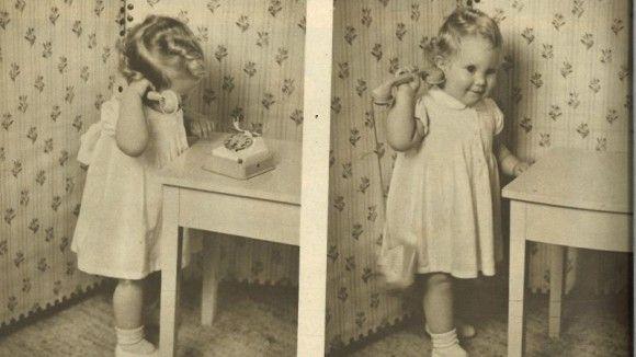 """Prinsesse Margrethe ringer julehilsner  Prinsesse Margrethe ringer selv rundt og ønsker """"god jul"""" i december 1942."""